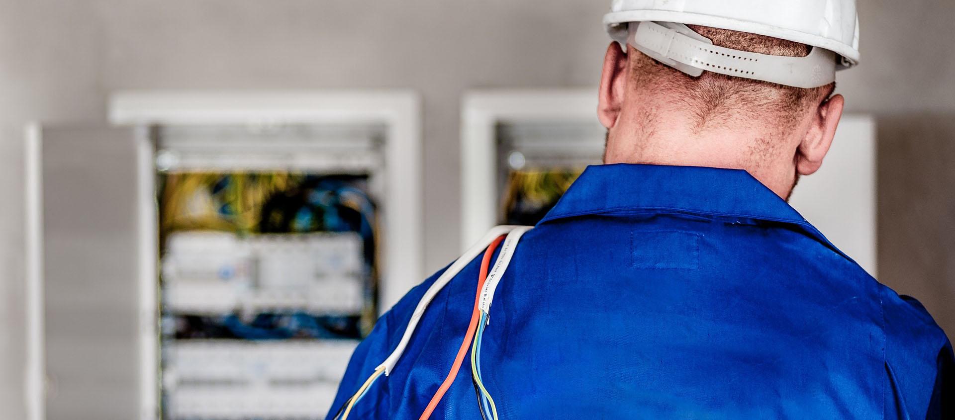 Electricistas ✦ Instalaciones eléctricas ✦ Lámparas colgantes ✦ Lámparas de pie ✦ Apliques ✨ Expertos en reparaciones, mantenimiento 24 horas ✅ Málaga